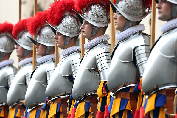 Franco Origlia「Swiss Guards Take Part In A Swearing-in Ceremony At The Vatican」:写真・画像(8)[壁紙.com]