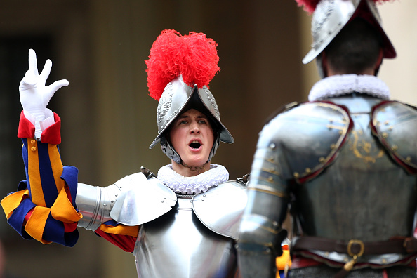 Franco Origlia「Swiss Guards Take Part In A Swearing-in Ceremony At The Vatican」:写真・画像(7)[壁紙.com]