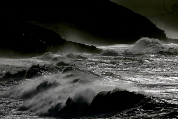 Wave - Water「Strong Winds And Heavy Rain Hit  England and Wales」:写真・画像(17)[壁紙.com]