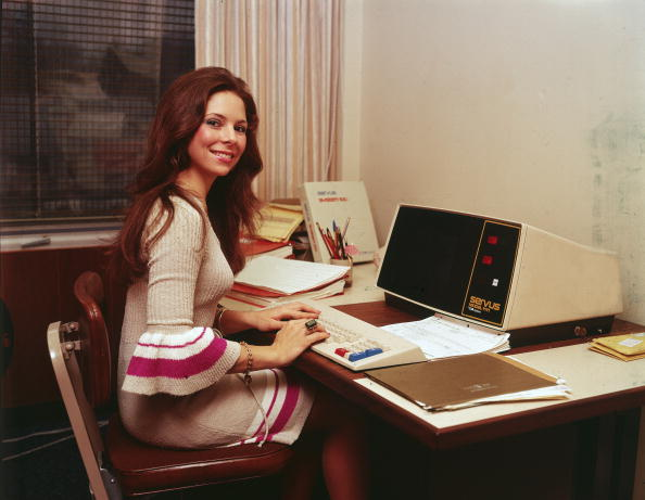 One Woman Only「Woman Works At Computer」:写真・画像(1)[壁紙.com]
