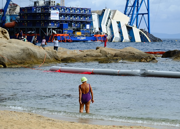 Passenger Craft「Preparations Are Made To Raise The Sunken Cruise Ship The Costa Concordia」:写真・画像(19)[壁紙.com]