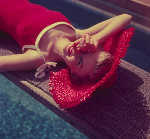 赤「Sunbathing」:写真・画像(13)[壁紙.com]