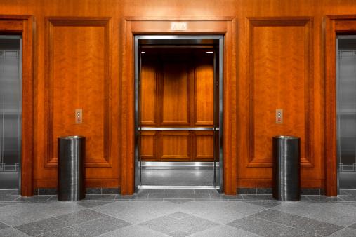 Corporate Business「Elevator in a modern office building」:スマホ壁紙(7)