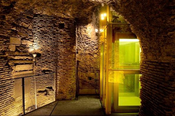 Architectural Feature「Elevator in basement of Capitolino Museum, Italy」:写真・画像(9)[壁紙.com]