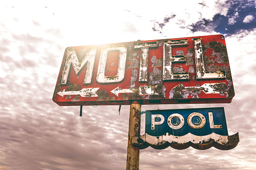 Motel「Old motel sign in Arizona」:スマホ壁紙(15)