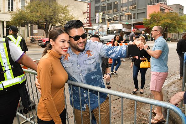 "Alexandria Ocasio-Cortez「""Knock Down The House"" Premiere - 2019 SXSW Conference and Festivals」:写真・画像(3)[壁紙.com]"