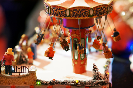 Figurine「Germany, Illuminated toy roundabout for christmas decoration, close up」:スマホ壁紙(4)