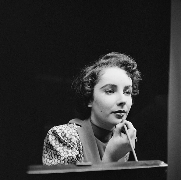 Applying「Elizabeth Taylor」:写真・画像(4)[壁紙.com]