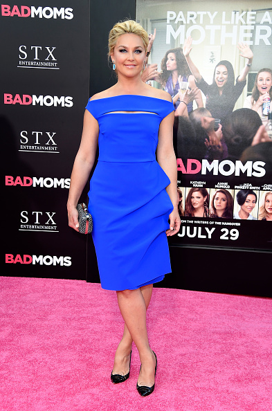 "Film Premiere「Premiere Of STX Entertainment's ""Bad Moms"" - Arrivals」:写真・画像(2)[壁紙.com]"