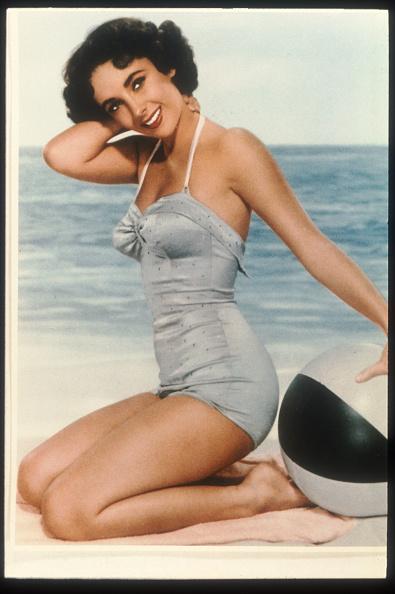 水着「Actress Elizabeth Taylor Poses...」:写真・画像(7)[壁紙.com]