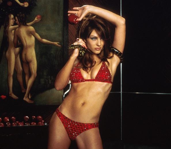Bikini「Actress Elizabeth Hurley...」:写真・画像(4)[壁紙.com]