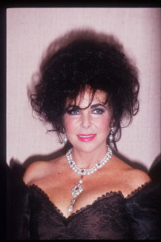 Necklace「Elizabeth Taylor」:写真・画像(3)[壁紙.com]