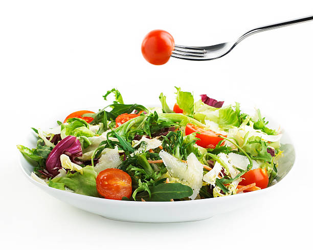 plate of Salad with fork and tomato:スマホ壁紙(壁紙.com)