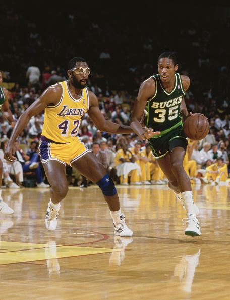 James Worthy「Milwaukee Bucks vs Los Angeles Lakers」:写真・画像(6)[壁紙.com]