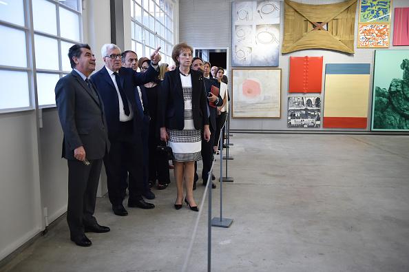 Large Group Of People「Fondazione Prada Opening, Milan May 4th」:写真・画像(2)[壁紙.com]