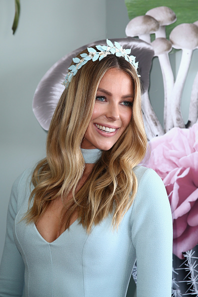 Melbourne Cup Carnival「Celebrities Attend Oaks Day」:写真・画像(6)[壁紙.com]