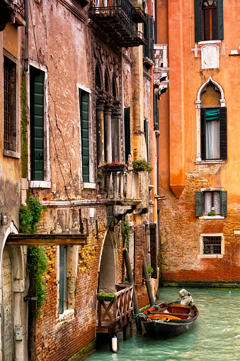 Restoring「Windows and walls at Grand canal in Venice, Italy」:スマホ壁紙(13)
