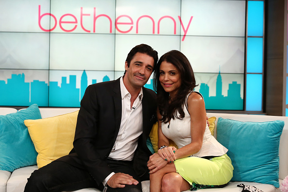 Text「Bethenny With Gilles Marini, Do's & Don't's Of Texting With Steve Santagati & Manscaping」:写真・画像(7)[壁紙.com]