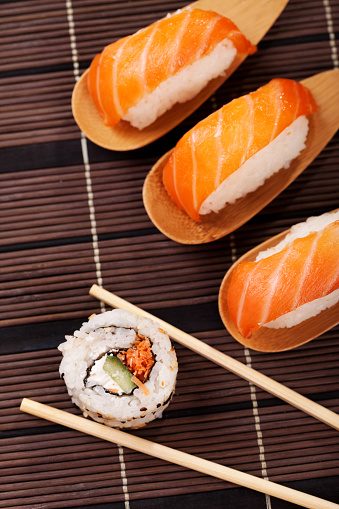 Fuyu「Sushi winter fuyu salmon」:スマホ壁紙(1)