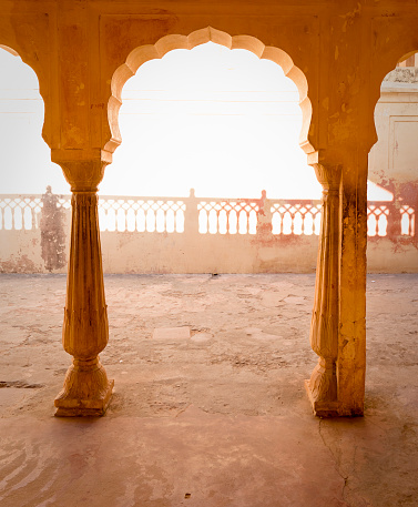 Rajasthan「Ornate Indian arch and courtyard」:スマホ壁紙(17)