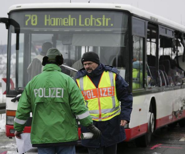 School Bus「Schoolbus Crash in Coppenbruegge」:写真・画像(1)[壁紙.com]