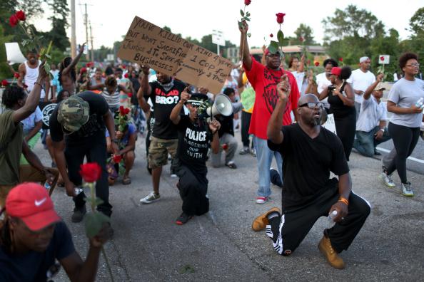 Ferguson - Missouri「National Guard Called In As Unrest Continues In Ferguson」:写真・画像(16)[壁紙.com]