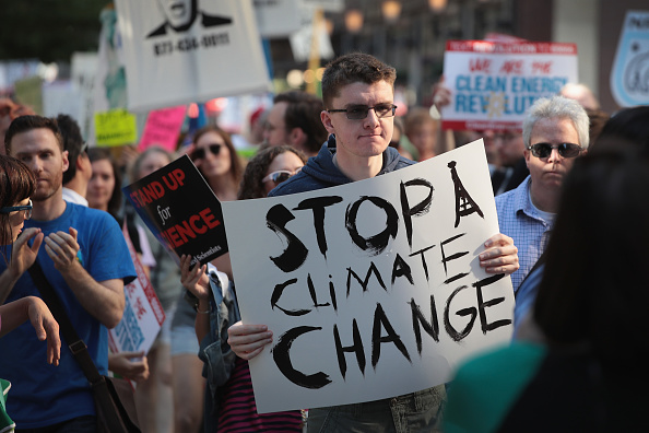 Protest「Environmental Activists In Chicago Protest Paris Climate Accord Decision」:写真・画像(16)[壁紙.com]