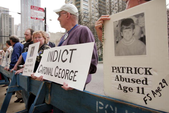 Sexual Abuse「Clergy Sexual Abuse Survivors Hold Vigil Outside Chicago Cathedral」:写真・画像(19)[壁紙.com]