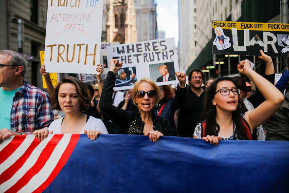 "Eduardo Munoz Alvarez「Anti-Trump ""March for Truth"" Protestors Rally Across The U.S.」:写真・画像(19)[壁紙.com]"