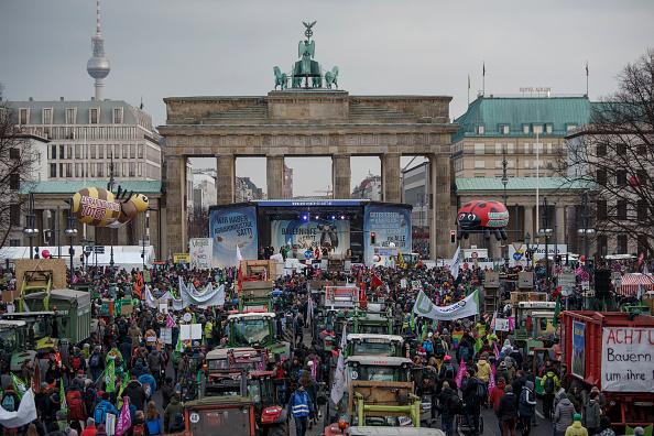 Protestor「Farmers Protest EU Subsidies Distribution Scheme」:写真・画像(10)[壁紙.com]