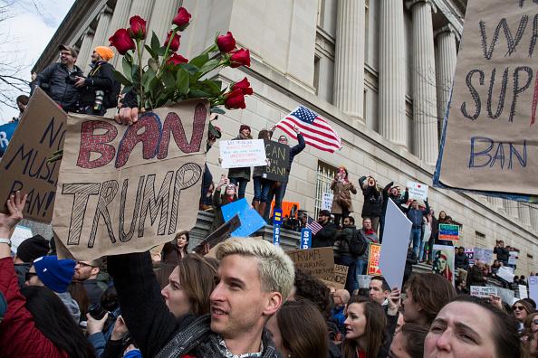 旅行「Demonstrators Protest At The White House Against Muslim Immigration Ban」:写真・画像(3)[壁紙.com]