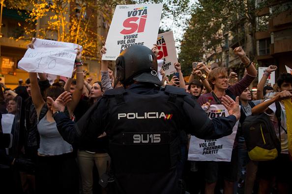 Catalonia「Spanish Police Storm Catalan Government Buildings」:写真・画像(10)[壁紙.com]