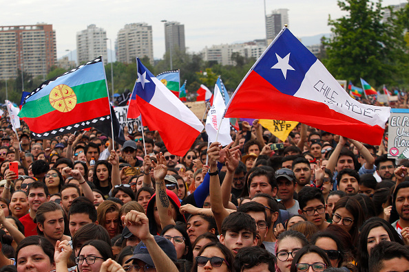 Santiago - Chile「Social Organizations Call For Cultural Activities Against Abuses And In Defence Of Human Rights In Santiago」:写真・画像(5)[壁紙.com]