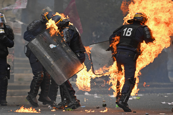 Jeff J Mitchell「May Day Protesters Clash With Police In Paris」:写真・画像(14)[壁紙.com]