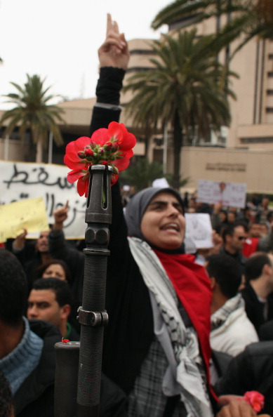Christopher Furlong「Demonstrations Continue In Tunisia As Calls Come For Dissolution Of Ruling Party」:写真・画像(16)[壁紙.com]