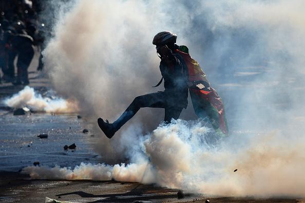 Latin America「Anti-Piñera Protests Continue in Chile」:写真・画像(2)[壁紙.com]