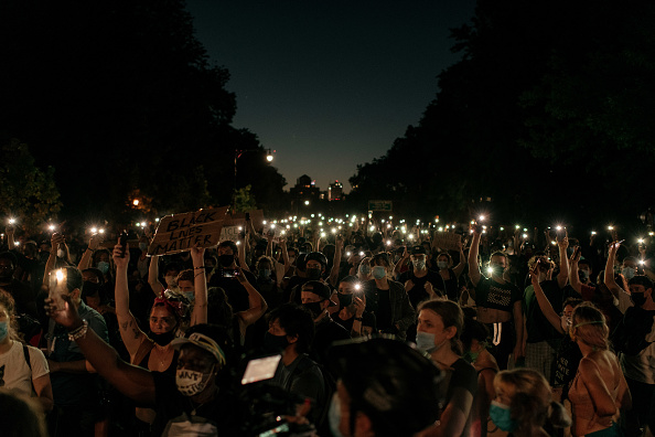 Brooklyn - New York「Anti-Racism Protests Held In U.S. Cities Nationwide」:写真・画像(9)[壁紙.com]
