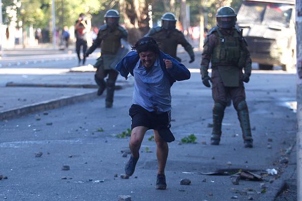 Santiago Metropolitan Region「Ongoing Protests In Chile Against President Piñera」:写真・画像(2)[壁紙.com]