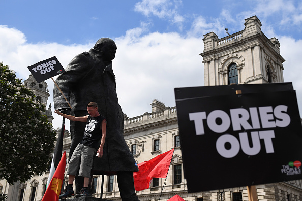 クライミング「Not One Day More Protest Against Theresa May Takes Place In London」:写真・画像(8)[壁紙.com]