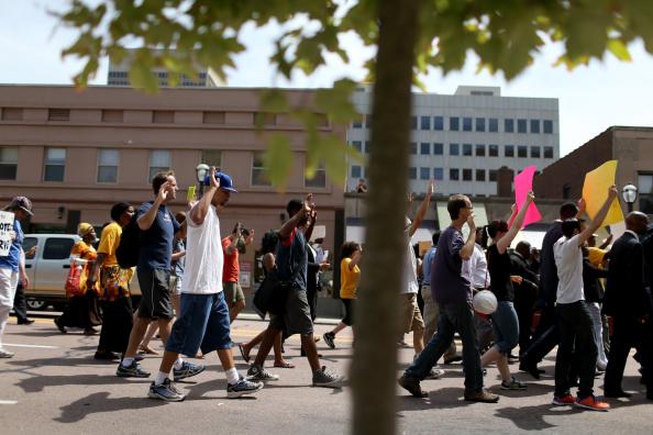 歩く「Governor Orders Withdrawal Of Nat'l Guards From Ferguson」:写真・画像(8)[壁紙.com]