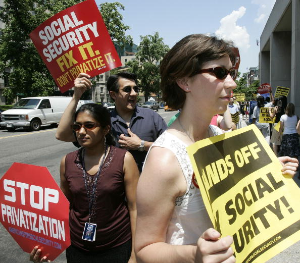 Social Security「President Bush Speaks On Social Security Reform」:写真・画像(19)[壁紙.com]