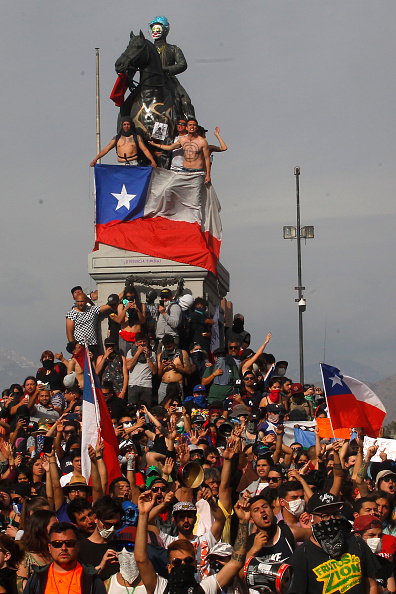 Chile「State Of Emergency Remains As Demonstrations And Looting Continues In Chile」:写真・画像(11)[壁紙.com]