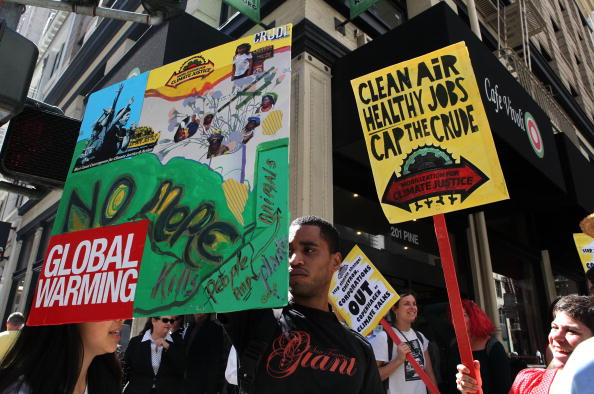 USA「Activists Protest Climate And Energy Bill Currently Before Congress」:写真・画像(14)[壁紙.com]