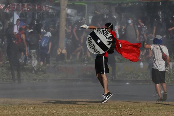 Continuity「Protests Force Referendum To Reform Pinochet-Era Constitution」:写真・画像(6)[壁紙.com]