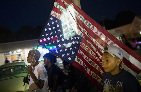 Missouri「Ferguson Tense After Shootout On Anniversary Of Michael Brown's Death」:写真・画像(17)[壁紙.com]