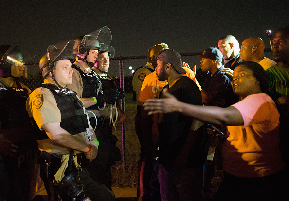 Missouri「Ferguson Tense After Shootout On Anniversary Of Michael Brown's Death」:写真・画像(9)[壁紙.com]
