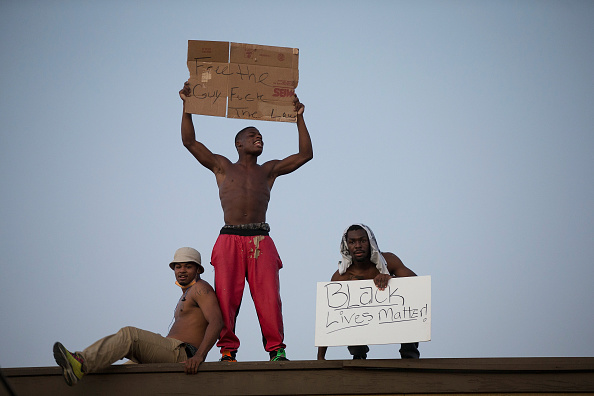 Ferguson - Missouri「Ferguson Tense After Shootout On Anniversary Of Michael Brown's Death」:写真・画像(18)[壁紙.com]