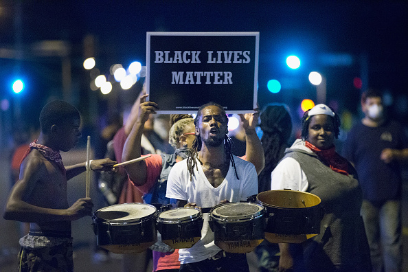 Missouri「Ferguson Tense After Shootout On Anniversary Of Michael Brown's Death」:写真・画像(8)[壁紙.com]