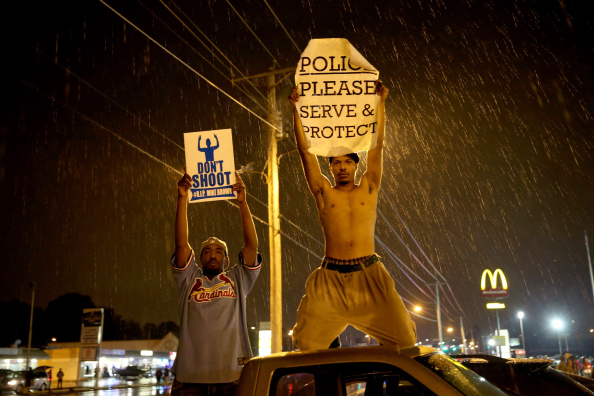 Missouri「Outrage In Missouri Town After Police Shooting Of 18-Yr-Old Man」:写真・画像(1)[壁紙.com]