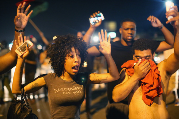 Missouri「Outrage In Missouri Town After Police Shooting Of 18-Yr-Old Man」:写真・画像(19)[壁紙.com]